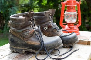 Wearing work boots prevents injuries